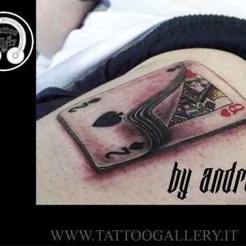 """alt=""""carta due di picche e regina di cuori realistic tattoo"""""""